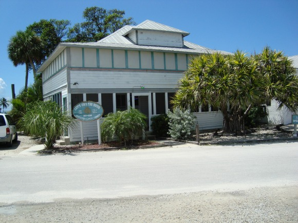 Capt'n Con's Fish House Bokeelia