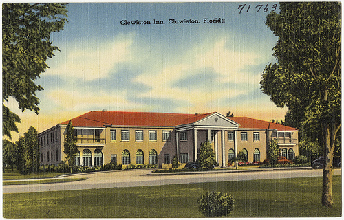 Vintage Postcard Clewiston Inn