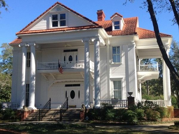 Mansion in Historic Defuniak Springs