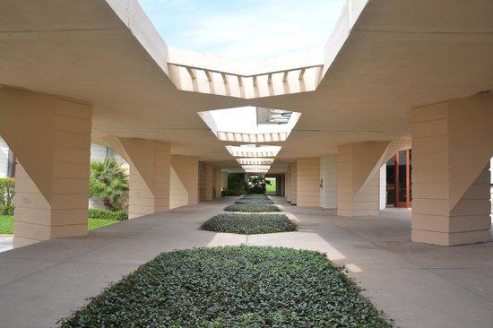 Florida Southern College Classroom Walkway