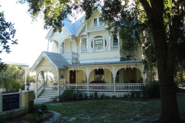 Mount dora vibrant town among hills and lakes north of for Donnelly house