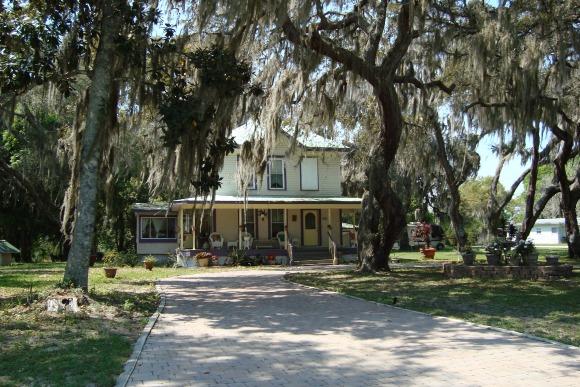 Old Home on Backstreet, Oak Hill, Florida