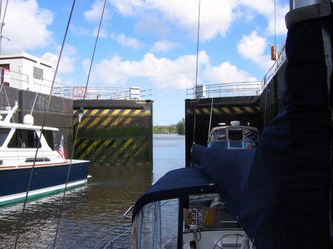Okeechobee Waterway Inside St Lucie Lock