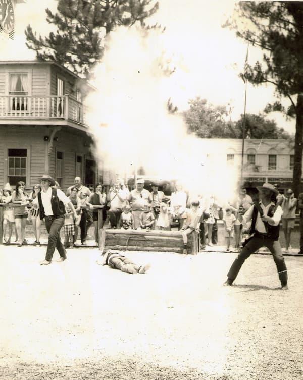 Gunfighters at Six Gun Territory